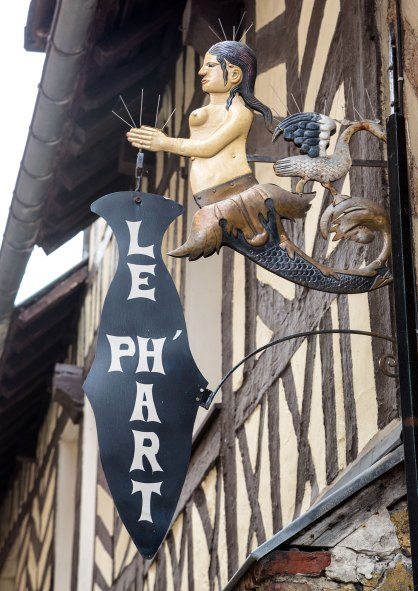 Image of street sign in Honfleur