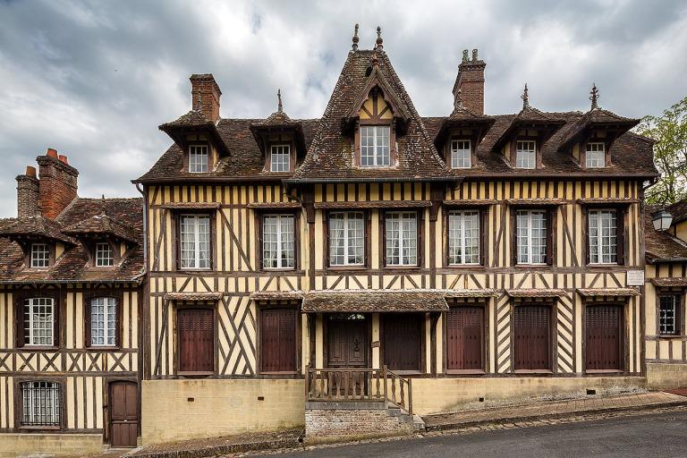 Image of composer Maurice Ravel's mansion