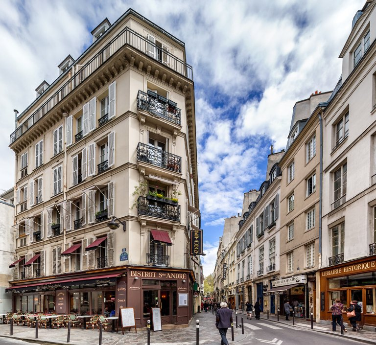 Image of street in Paris, France