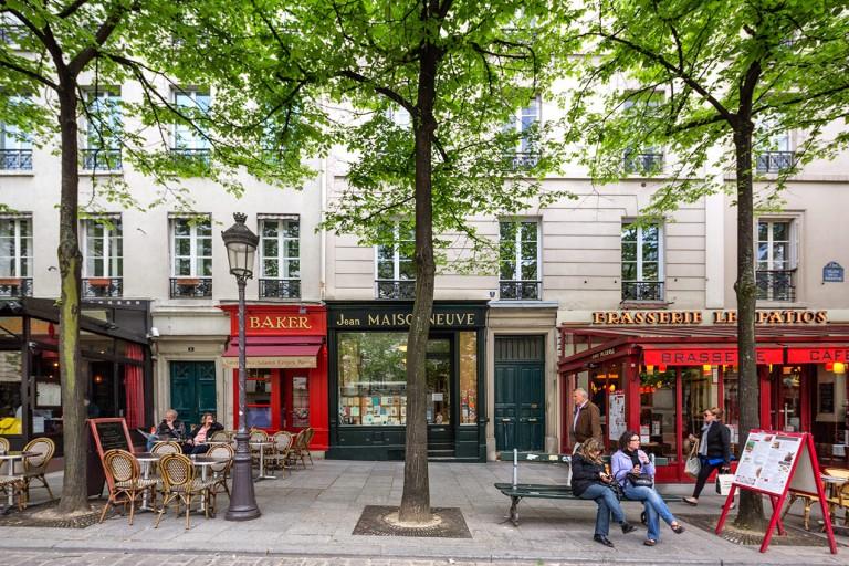 Image of street in Paris, France
