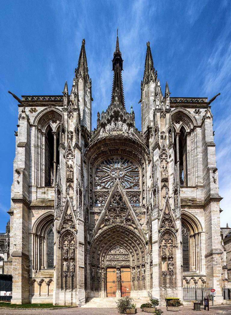 Image of a church in Rouen