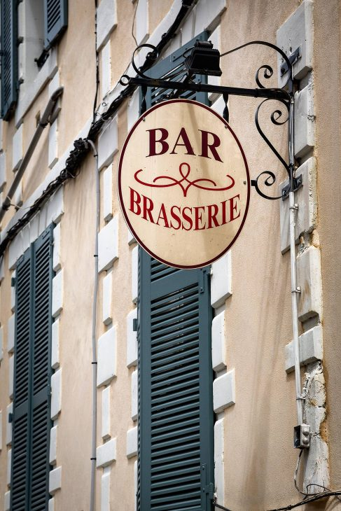 Bar sign in Auxerre