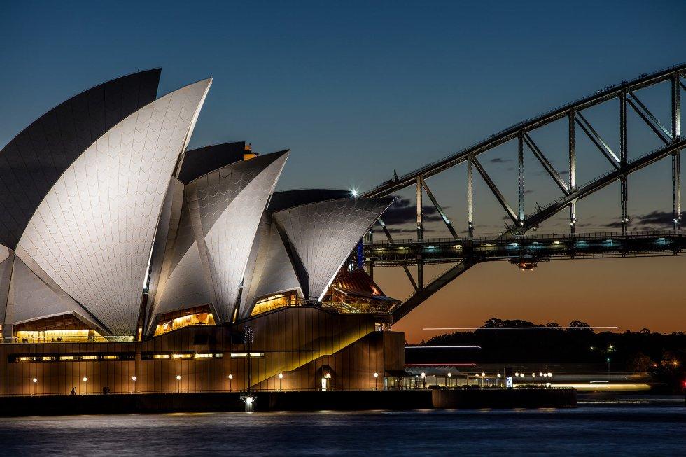 Sydney Opera House at dusk © Michael Evans Photographer 2016