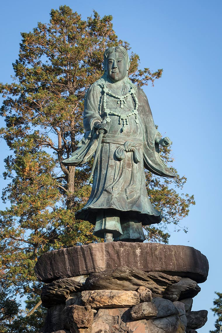 Statue at Kenrokuen Gardens © Michael Evans Photographer 2017
