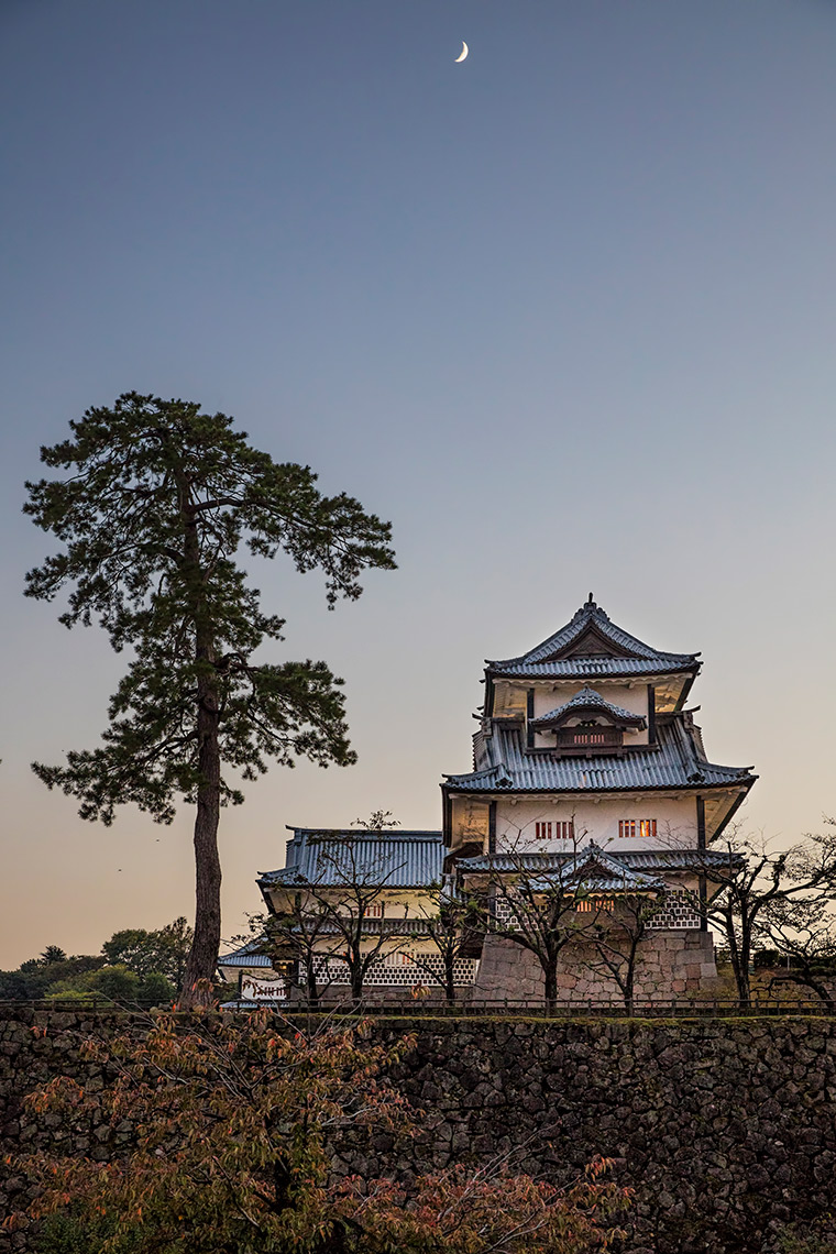 Dusk at Kanazawa Castle © Michael Evans Photographer 2017